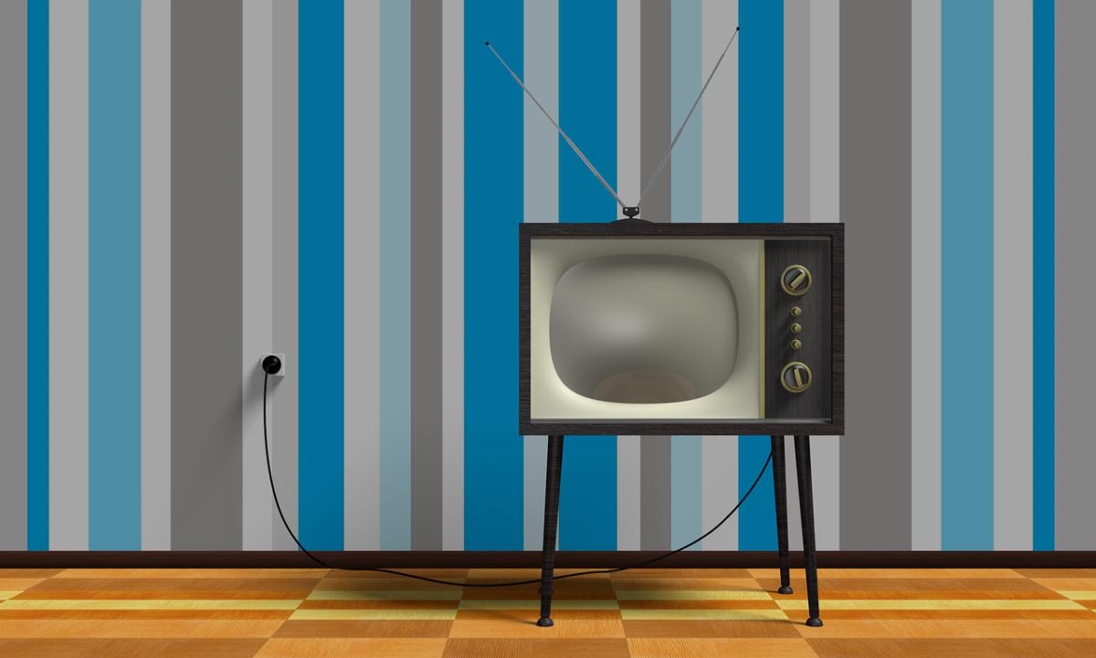 Wspólny wypoczynek przed telewizorem, lub niedzielne serialowe popołudnie, umila nam czas wolny ,a także pozwala się zrelaksować.